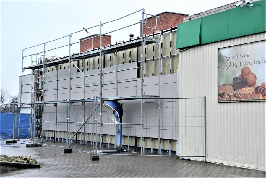 Rekonstruojant fasadą pastatas taip pat bus ir apšiltintas.
