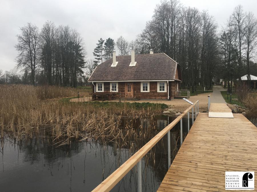 Ant Lėno ežero kranto rekonstruota prezidento A. Smetonos pirtis.