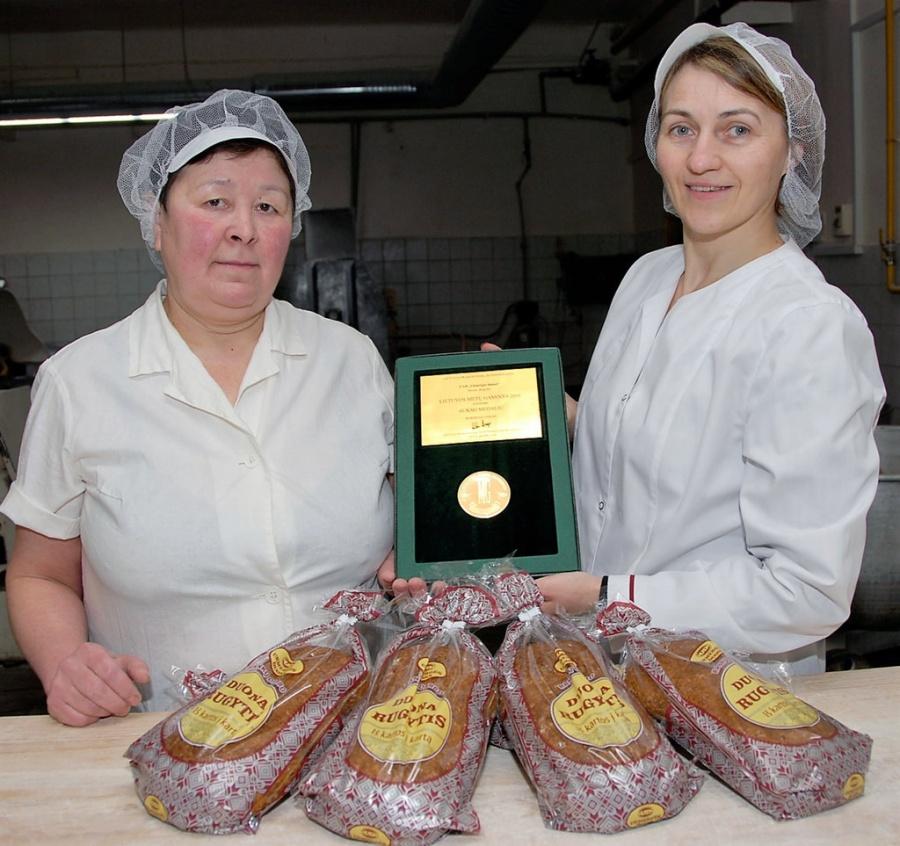 Lidija Mikulina (minkytoja) ir Vilma Pavilavičienė (technologė). Gedimino Nemunaičio nuotr.