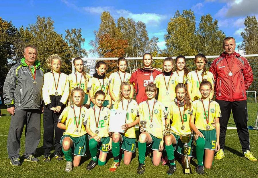 Šventupės sporto komplekse - mergaičių futbolo finalinis etapas