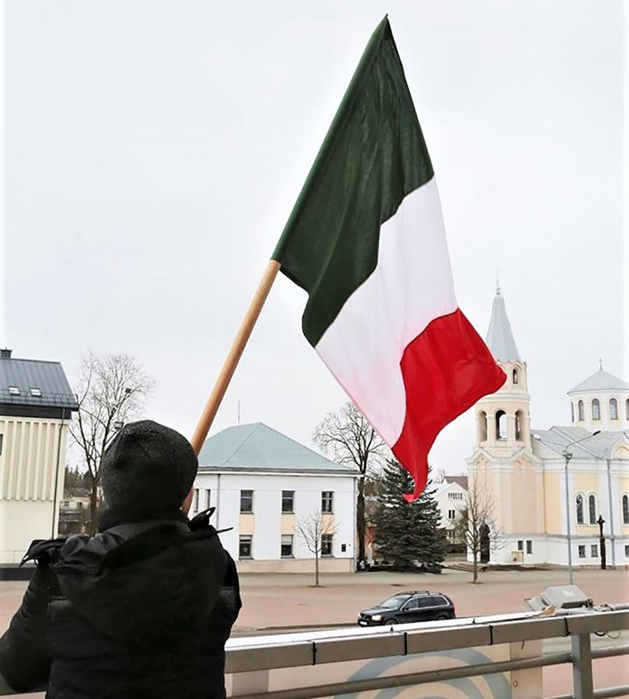 Dainiaus Vyto nuot. Italijos vėliava nuo Kultūros centro nuimta – šios šalies muzikantai į perkusinės muzikos festivalį neatvyks.
