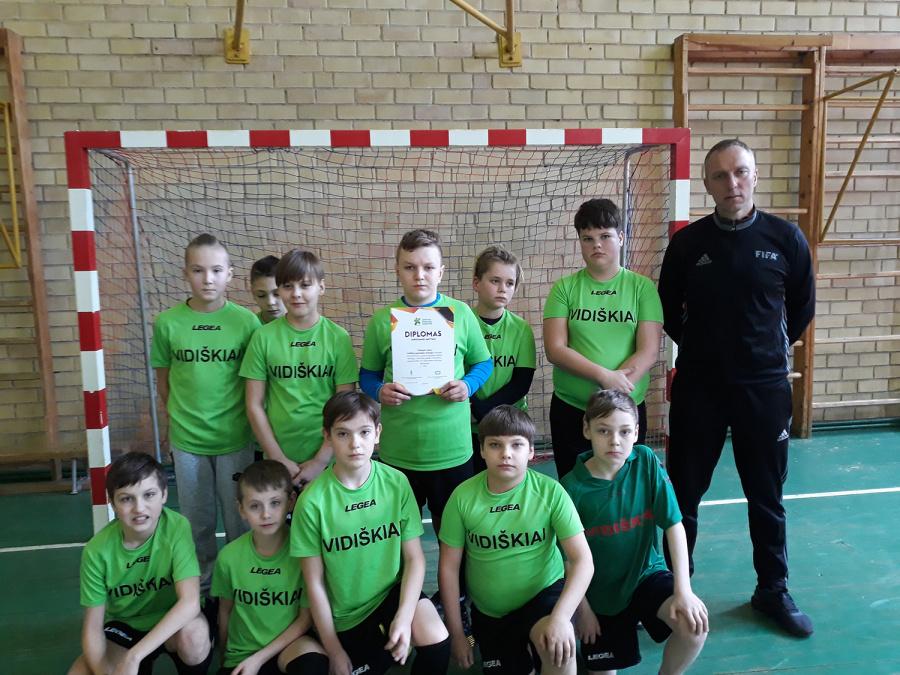 Vidiškių pagrindinės mokyklos komanda.