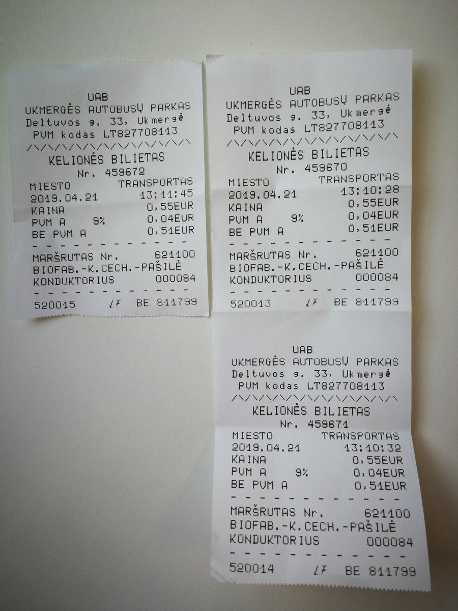 Žmogaus atsiųstoje nuotraukoje – du iš karto ir vienas vėliau atspausdinti bilietai.
