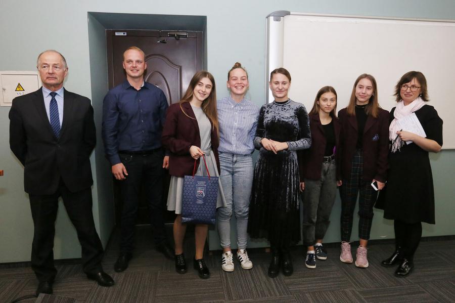 """Antano Smetonos gimnazijos komanda nugalėtoja """"ECO-BAGIS""""."""