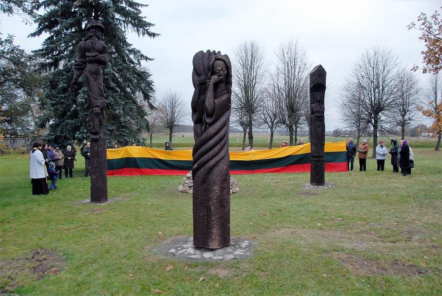 Viena iš dovanų Lietuvai 100-mečio proga – Liaušiuose atsiradęs skulptūrų skverelis. Gedimino Nemunaičio nuotr.