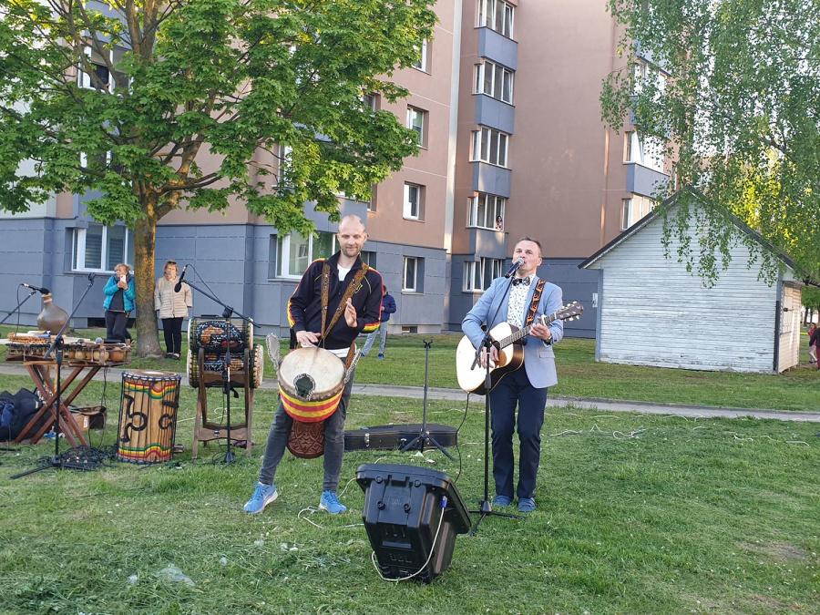 Pivonijos mikrorajone koncertas vyko Jaunimo gatvėje.  Skaistės Vasiliauskaitės-Dančenkovienės nuotr.