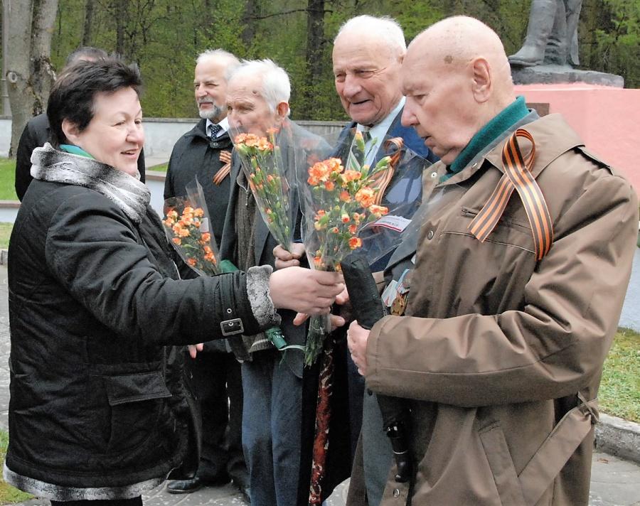 Antrojo pasaulinio karo dalyviams įteikta gėlių. Gedimino Nemunaičio nuotr.