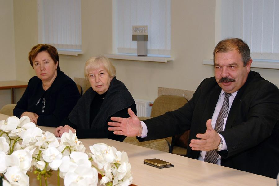 Rajono savivaldybėje viešėjo Janina Matuizienė, Marija Varasimavičienė ir Artūras Černiauskas. Gedimino Nemunaičio nuotr.