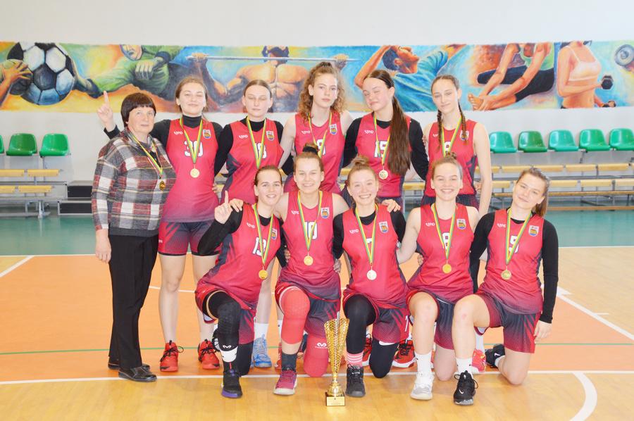 Ukmergės SC komanda, vadovaujama trenerės Nijolės Vadapalienės.