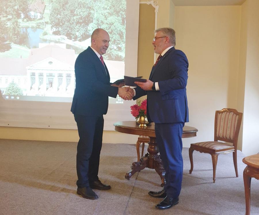 Pasirašyta bendradarbiavimo sutartis.  Autorės nuotr.