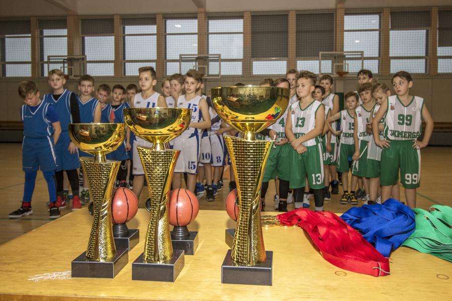 Ukmergėje vyko kalėdinis krepšinio turnyras