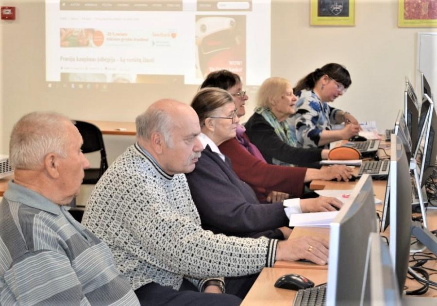 Skaitmeninio raštingumo mokymai Vlado Šlaito viešojoje bibliotekoje. Kristinos Darulienės nuotr.