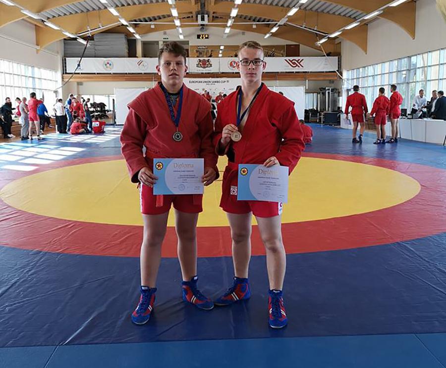 Iškovojo sidabro medalius