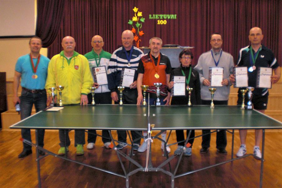 Varžėsi stalo tenisininkai