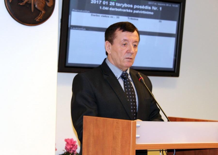 Savivaldybės administracijos direktorius Stasys Jackūnas pristatė rajono biudžeto projektą.