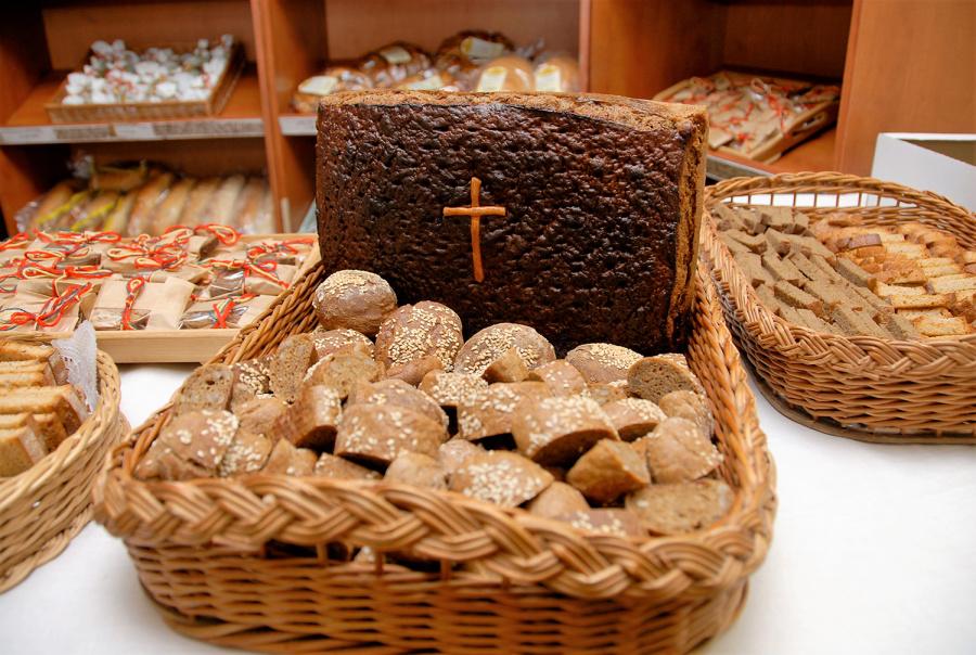 Dėl sotesnio duonos kąsnio lietuviai emigruoja, o trečiųjų šalių piliečiai atvyksta į Lietuvą. Gedimino Nemunaičio nuotr.