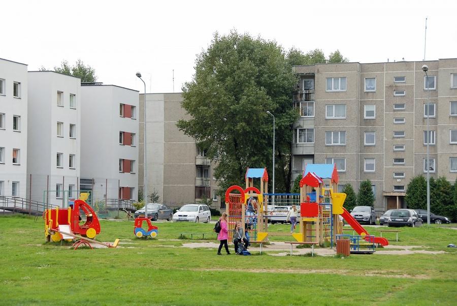 Bendruomeninės veiklos rėmimo projektai susiję ir su žaidimų aikštelėmis. Gedimino Nemunaičio nuotr.