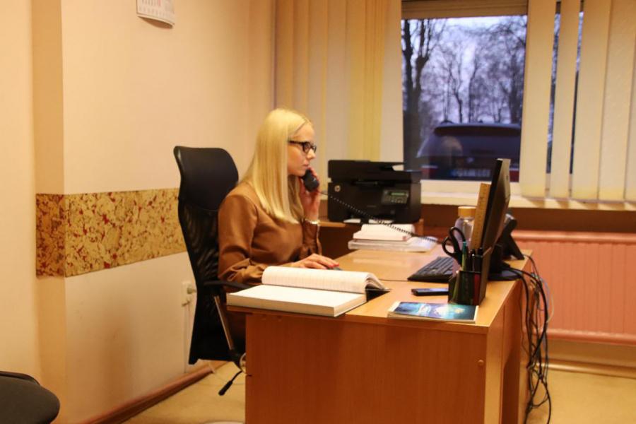 UAB Ukmergės butų ūkio skambučių centro darbuotoja Ieva Paškevičiūtė kasdien sulaukia po keliasdešimt telefono skambučių iš įmonės klientų dėl problemų, užsakymų, gedimų.