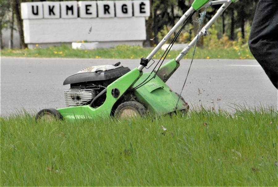 Laimėjęs miesto seniūnijos skelbtą Žaliųjų teritorijų priežiūros paslaugų konkursą, Būtų ūkis pjaus žolę 42 hektarų viešųjų erdvių plote.
