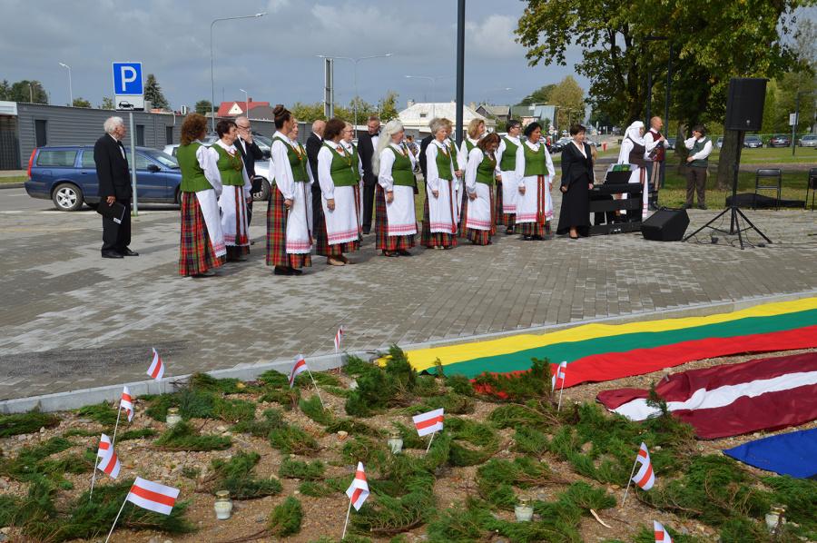 """Minėjimą baigė instrumentinio folkloro grupė """"Ratilai"""" iš Vilniaus."""