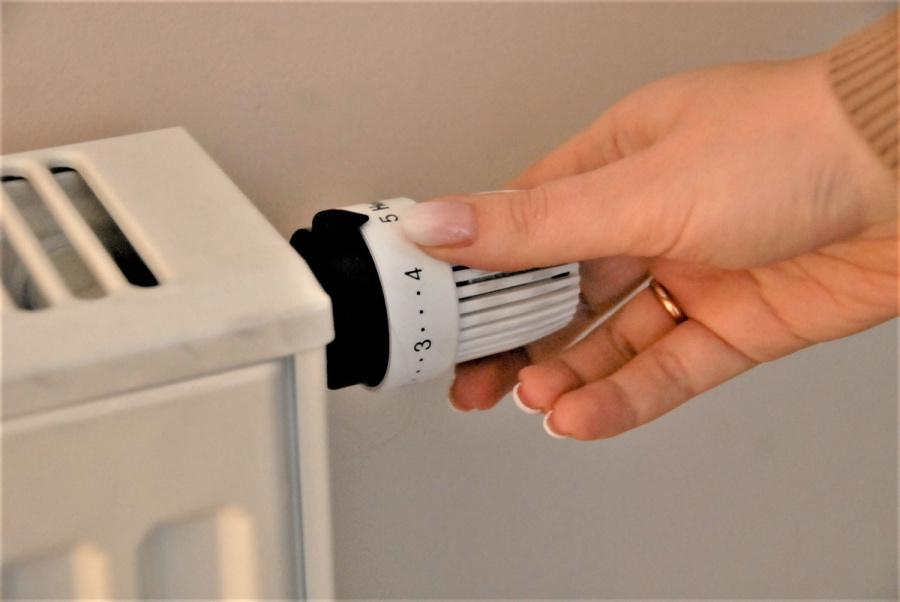 Šildymo sąnaudas kai kurie vartotojai gali sumažinti ir patys.  Gedimino Nemunaičio nuotr.